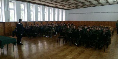 """2016-03-30 Spotkanie funkcjonariuszy I Komisariatu Policji w Kielcach  z uczniami - """"Konsultacja społeczna""""."""