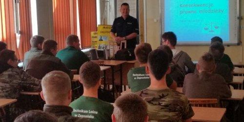 2016-09-21 Warsztaty profilaktyczne z funkcjonariuszem Policji  w Technikum Leśnym w Zagnańsku.