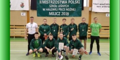 08-03-2019 Historyczny sukces reprezentacji szkoły w piłce halowej